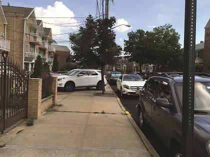 THINGS THAT ARE DUMB: Selfish sidewalk parking