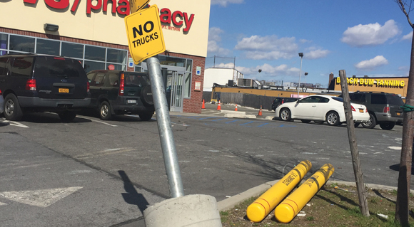 THINGS THAT ARE DUMB: CVS parking lot is a disaster