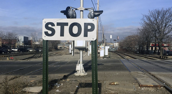 THINGS THAT ARE DUMB: Stop signs for freight trains